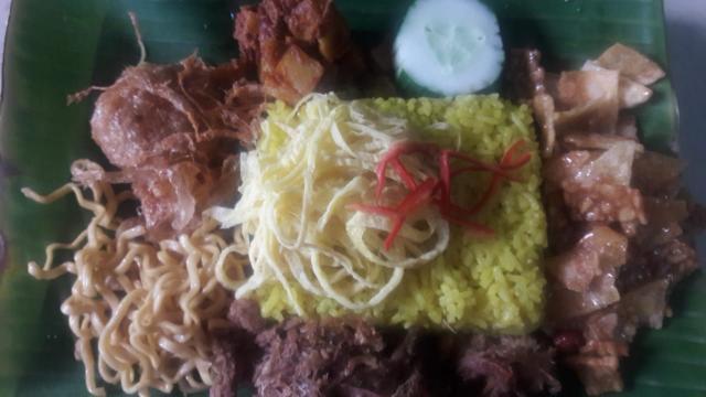 Foto: Nasi Kuning Spesial Lezat Ibu Lili Jaya