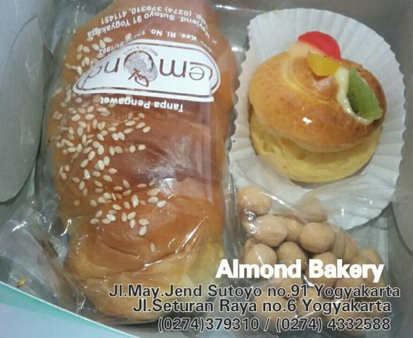 Foto: Snack Box | Almond Bakery Jogjakarta